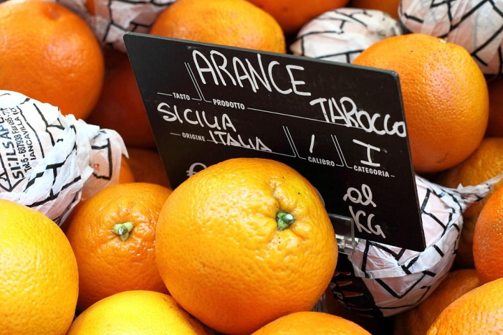Tarocco, or Blood Oranges, from Sicily. Photo from Maurizio Montanaro™ - , CC