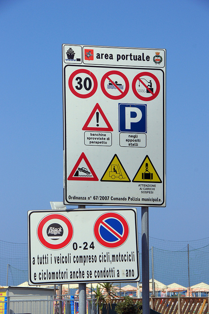 Italian roadsigns. Photo by Chris Sampson, Creative Commons